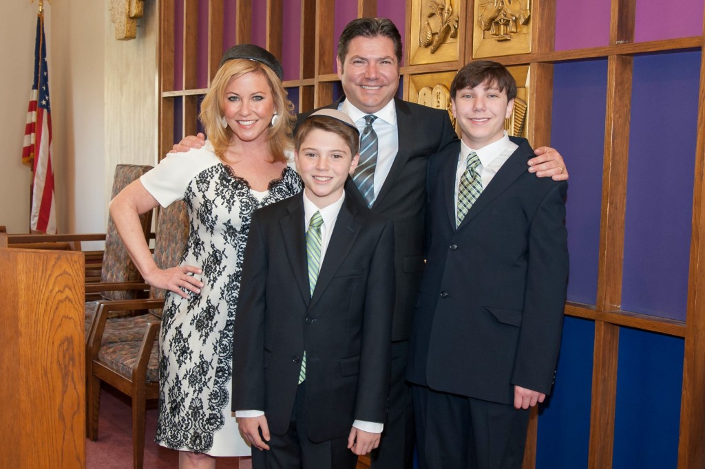 Mitzvites client Liz Gabor and Family.